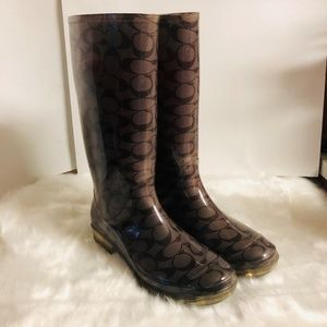 COACH | SZ 10 BROWN SIGNATURE C RAIN BOOTS